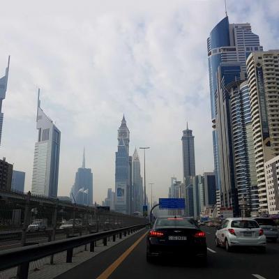 La Sheikh Zayed Road (2x6 voies) La plus longue artère de l'Emirat (55kms)