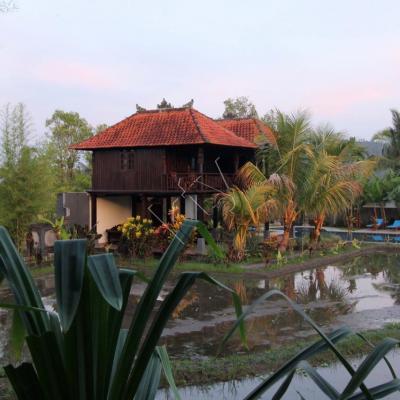 5h30 ce matin là, à Banyatis (Atres villa) région de Munduk