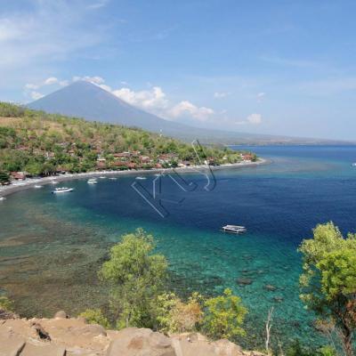 Vue sur Amed avec le Gunung Agung en arrière plan