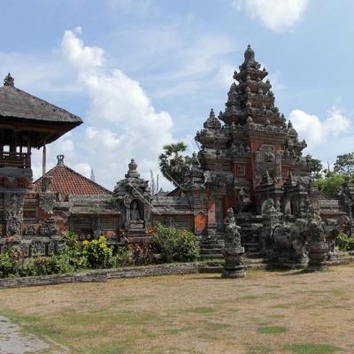 """Pura Puseh signifie """"temple central"""" pour certains Puseh = nombril ..."""