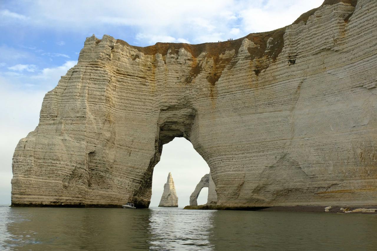 Seul le bateau permet l'alignement des arches
