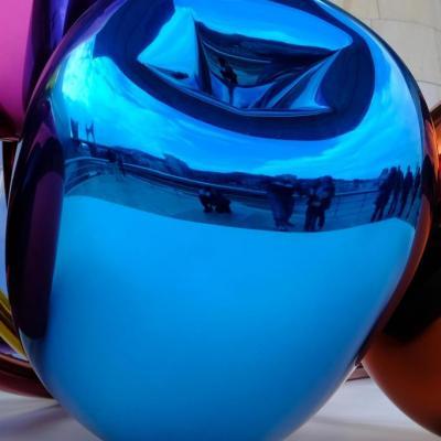 Bleu comme ... une des 7 tulipes de Jeff Koons sur la terrasse de Guggenheim