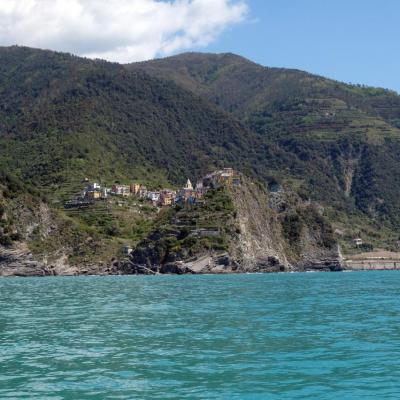Corniglia, le seul village à ne pas être directement relié à la Méditerranée