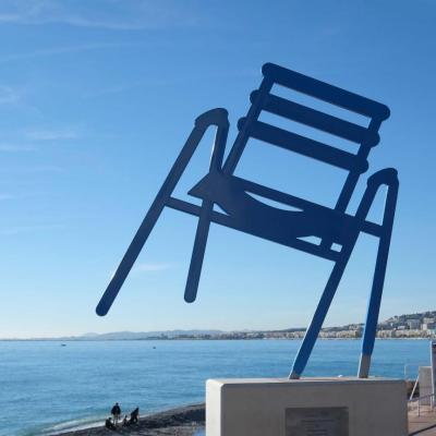 Bleu comme ... la chaise géante de la Promenade des Anglais (Nice)