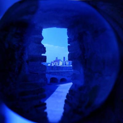 Bleu comme ... le viel Antibes à travers ma Lensball