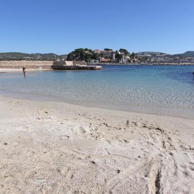 L'unique plage de sable avec son eau cristalline