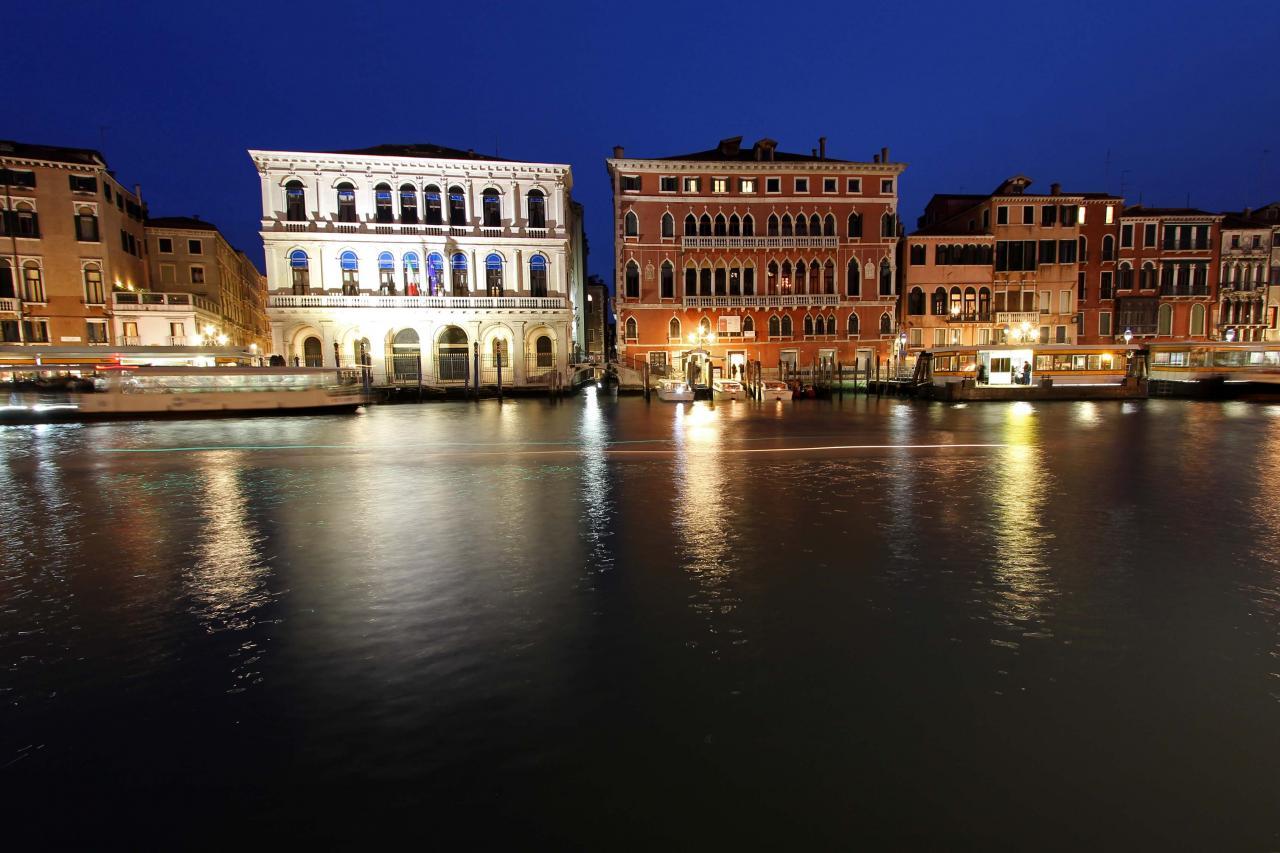 Le grand canal et ses palais et palaces aux abords du Rialto