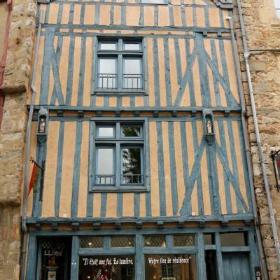 Bleu comme ... cette maison historique du Vieux Mans