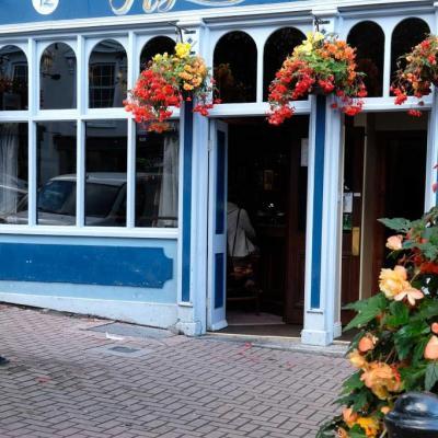 Bleu comme ... ce pub irlandais à Cobh (Cork) - Irlande