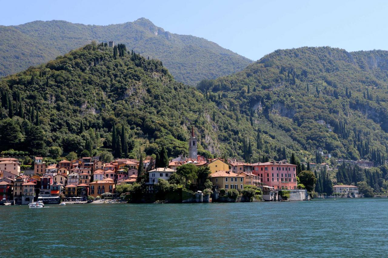 les maisons colorées font de Varenna un village pittoresque