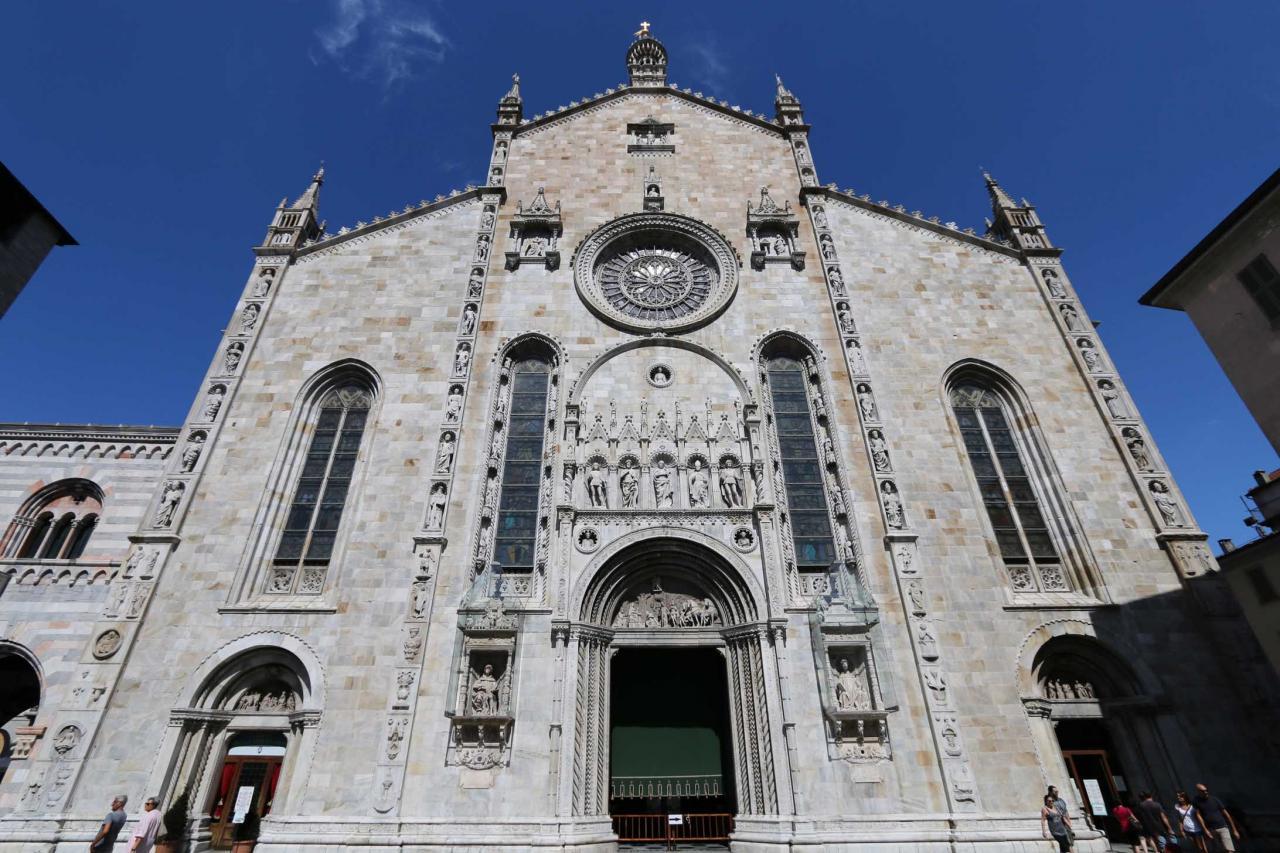 le portail appartient au style Renaissance, il faut voir de près les détails !