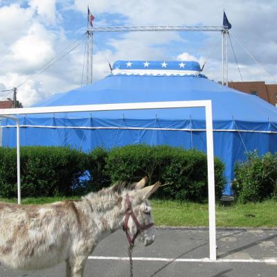 Bleu comme ... un Cirque de passage à Leuville sur Orge (91)