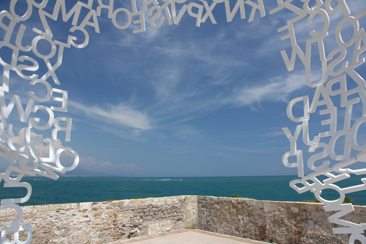 Bleu comme ... la vue du Nomade sur les remparts d'Antibes