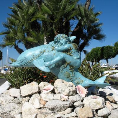 Bleu comme ... la statue dauphin de Port Gallice à Juan les Pins