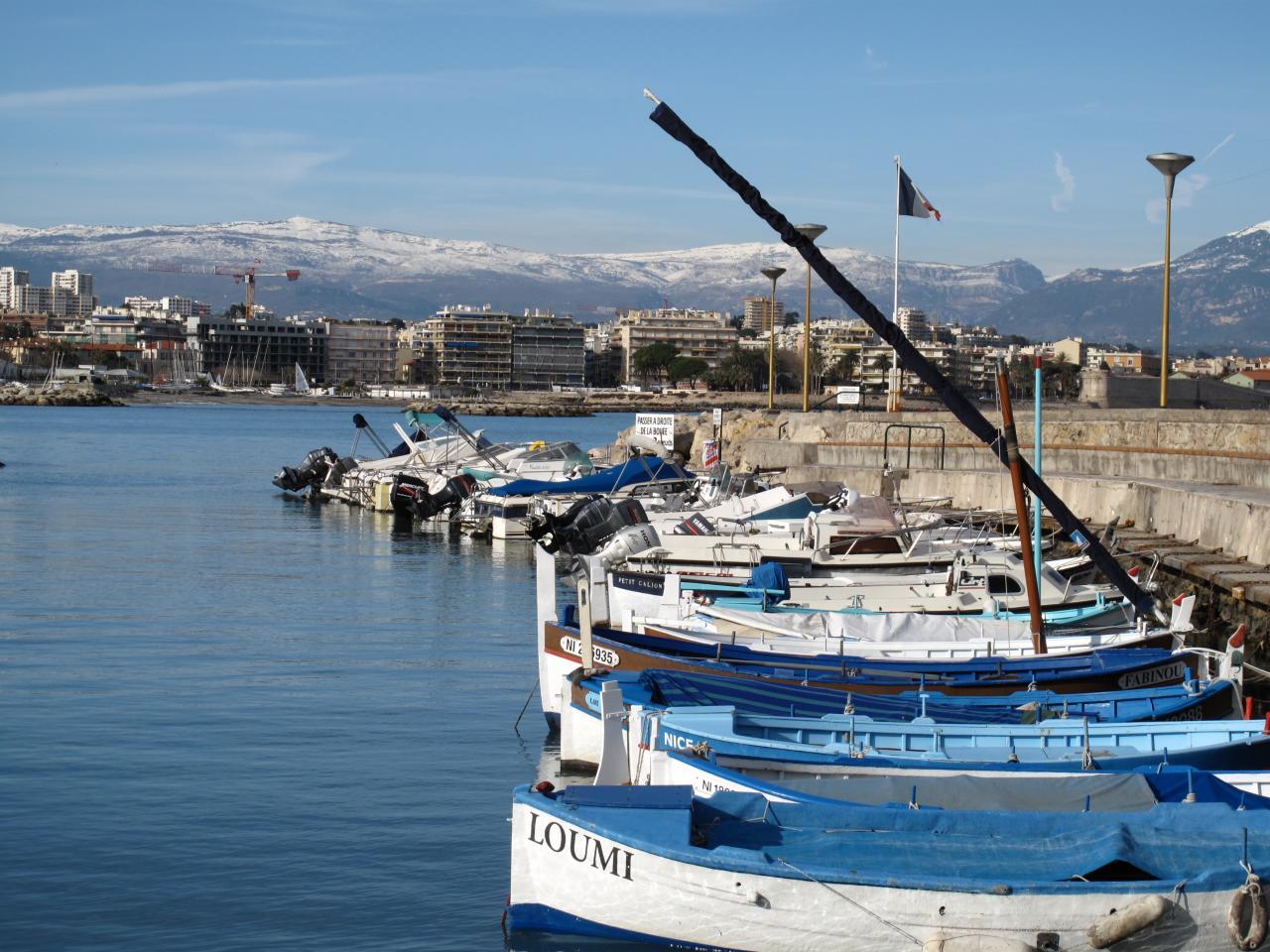 """Bleu comme ... les """"pointus"""" du port de la Salis (Antibes)"""