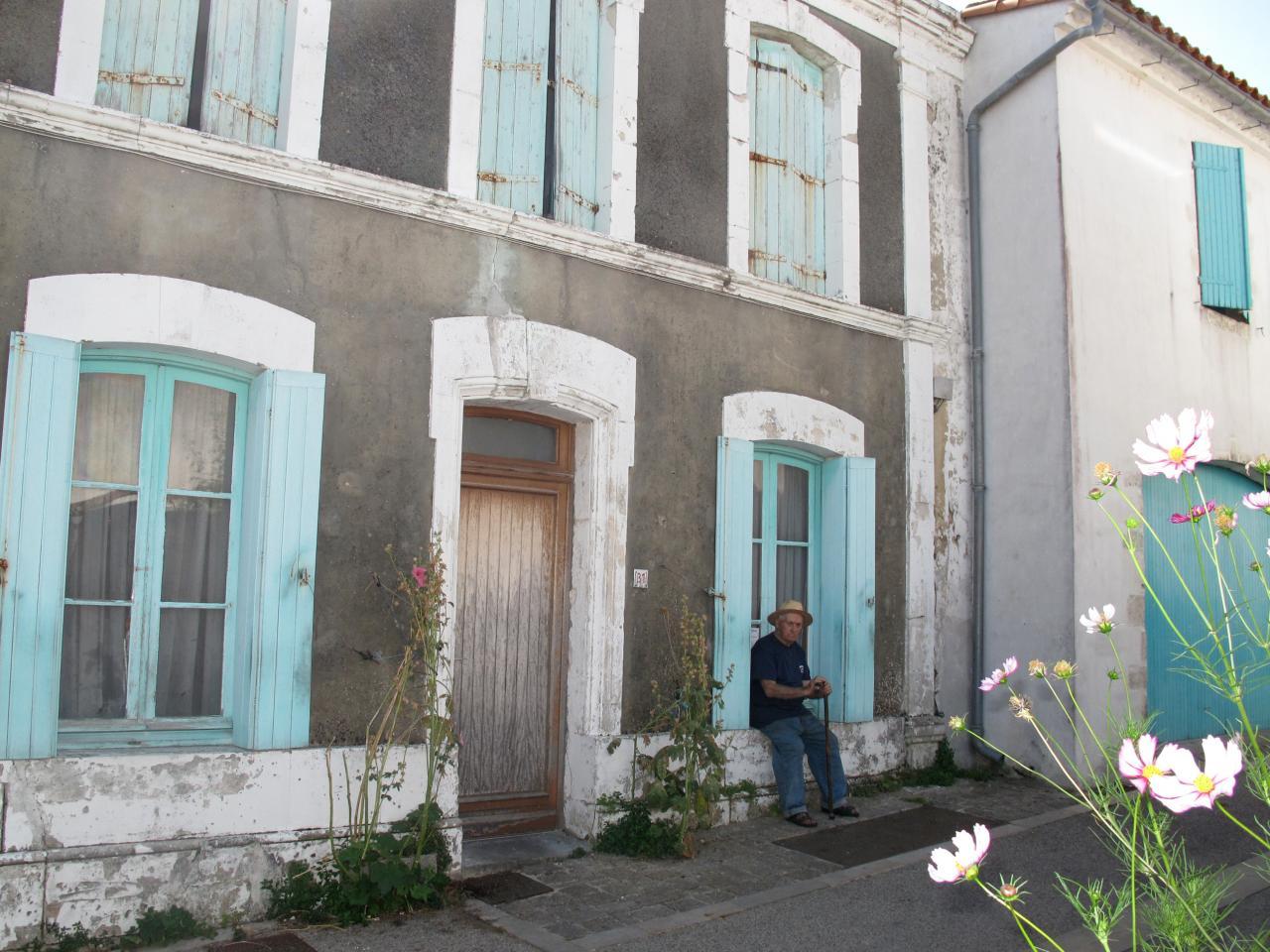 Bleu comme ... cette maison charentaise à Mortagne
