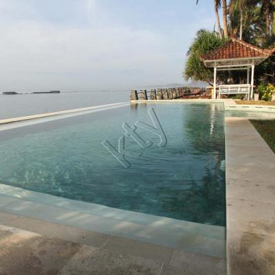 """Amarta beach cottages, le plus c'est la piscine """"sur"""" la mer !"""