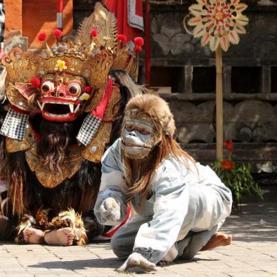 La danse du Barong (créature mythique mi-lion, mi-chien)