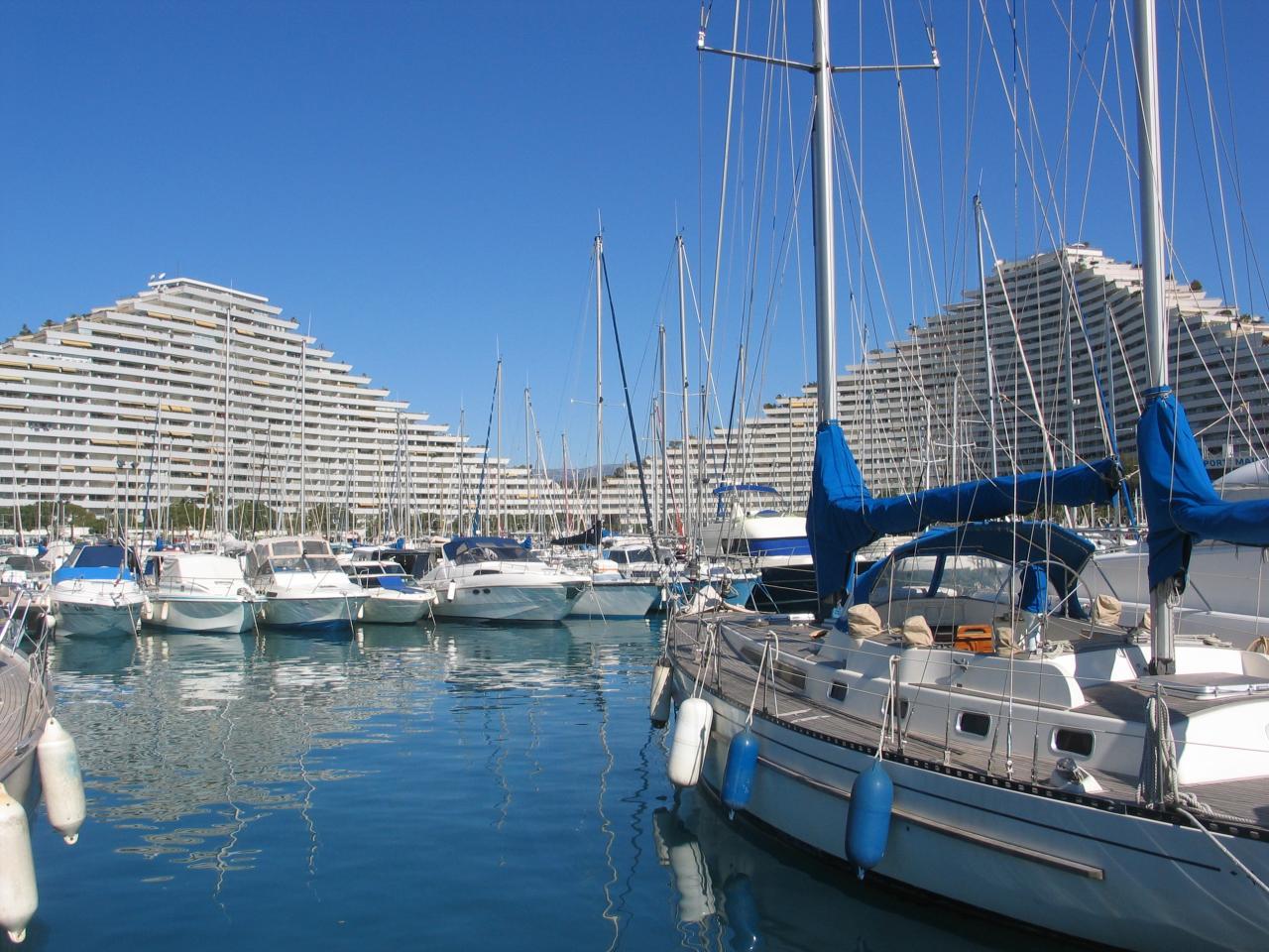Bleu comme ... Le port des Marinas de Villeneuve Loubet
