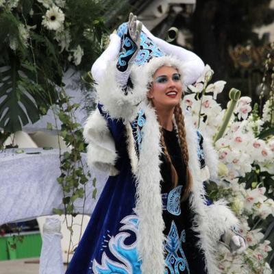 Bleu comme ... la Reine de la bataille de fleurs à Nice