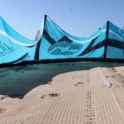 Bleu comme ... la voile de kitesurf à Saint Aygulf