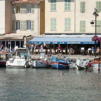 Bleu comme ... le célèbre bar de la Marine à Cassis