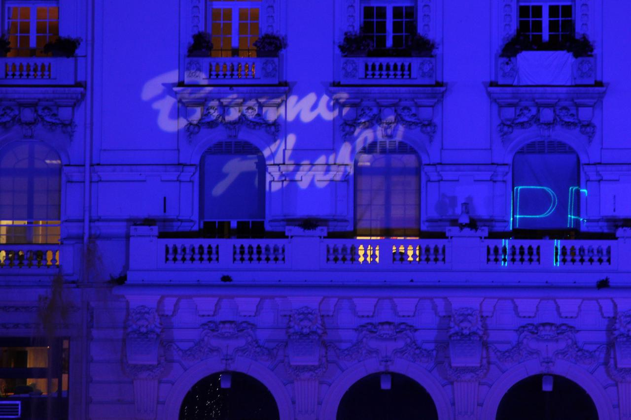 Bleu comme ... les lumières de la Place de Gaulle à Noêl (Antibes)