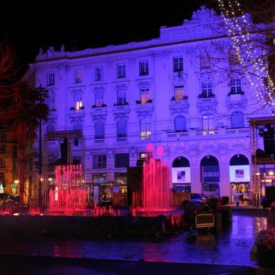 Bleu comme ... Les couleurs de la place de Gaulle (Antibes) à Noël