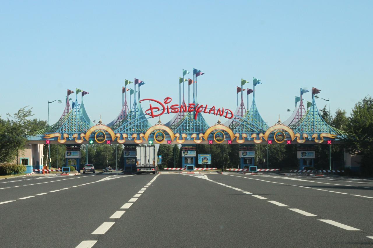 Bleu comme ... les caisses de Disneyland sans le monde !