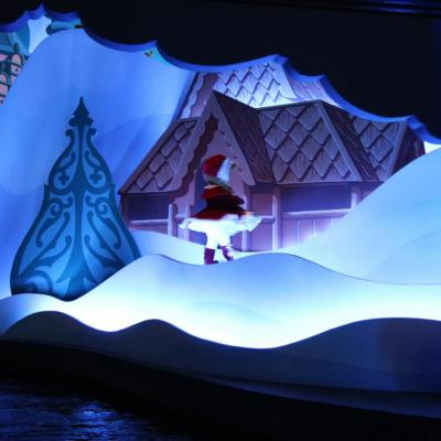Bleu comme ... It's a small world (Disneyland)
