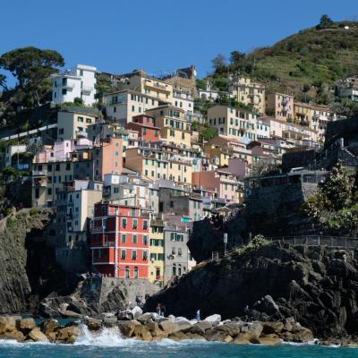 le 1er Riomaggiore, ancien village de pêcheurs aux maisons très colorées