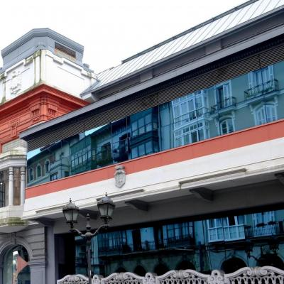 Bleu comme ... les vitres du Mercado de la Ribera (façade Art déco du marché)