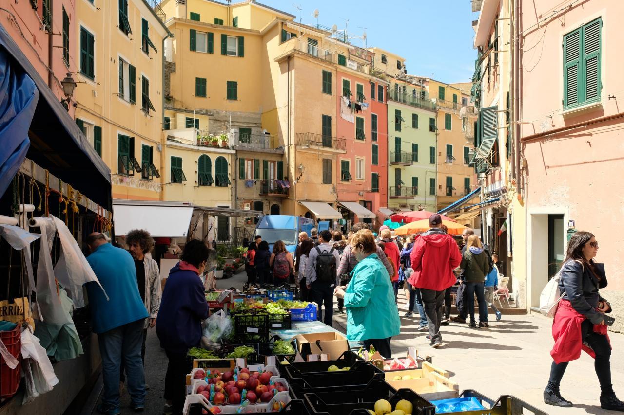 De retour à Vernazza, cette fois-ci par le train, jour de marché