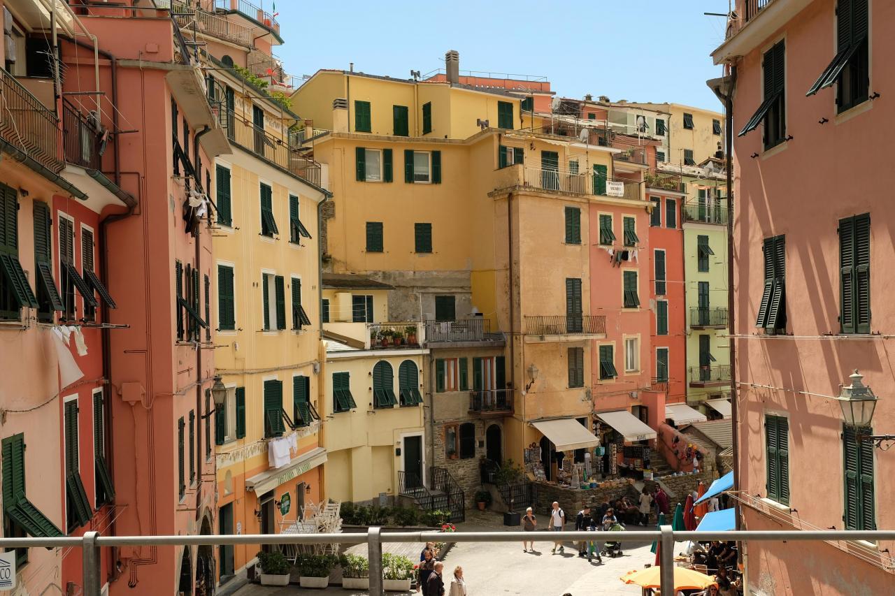 vue du quai de la gare de Vernazza, tout de suite dans l'ambiance