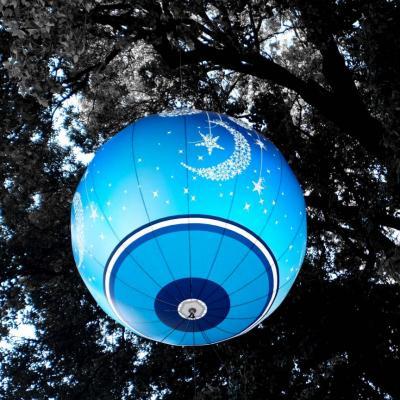 Bleu comme ... la boule de Noël place Garibaldi à Nice