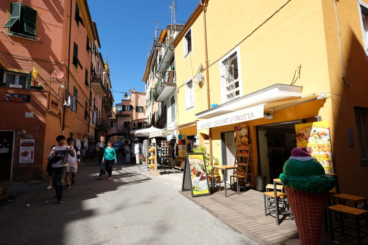 la découverte de Monterosso et de ces ruelles étroites s'impose ...