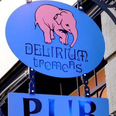 Bleu comme ... l'enseigne du DELIRIUM café à Bruxelles (plus de 3162 bières !)