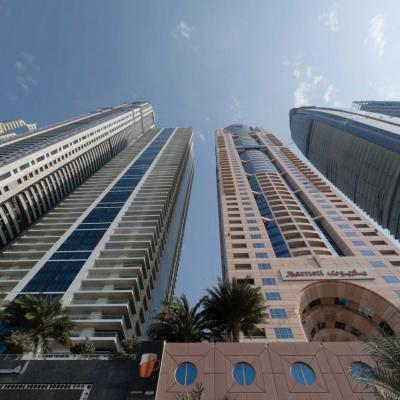 les gratte-ciel résidentiels et hôtels du nouveau Dubaï