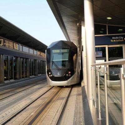 le tramway relie la Marina de Dubaï à Al Sufouh, pratique
