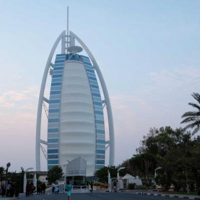 l' icône de Dubaï, son ombre ne recouvre pas la plage (321 m de haut)