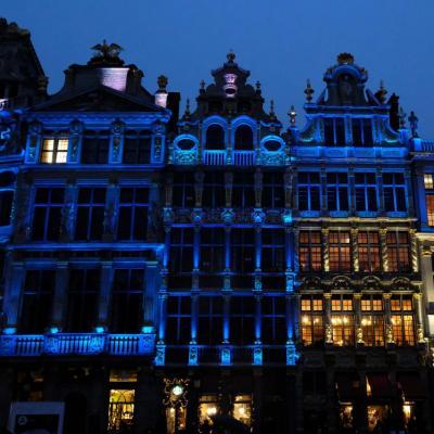 """Bleu comme ... le jeu de lumières sur la """"Grand Place"""" de Bruxelles"""