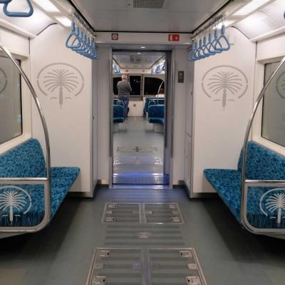Le monorail automatisé relie Palm Jumeirah Island au continent