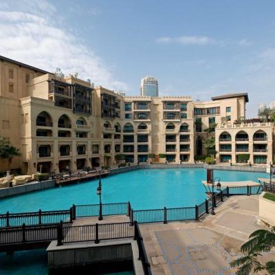 hôtels et résidences face à la Burj Khalifa
