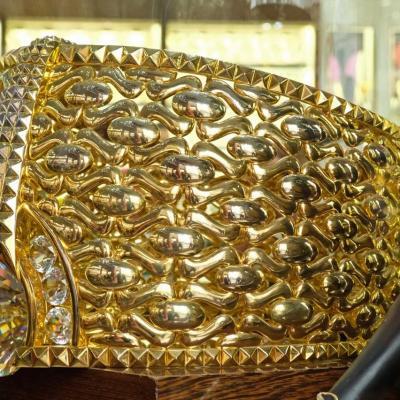 l'anneau le plus grand du monde dans le Guiness des records 21 carats