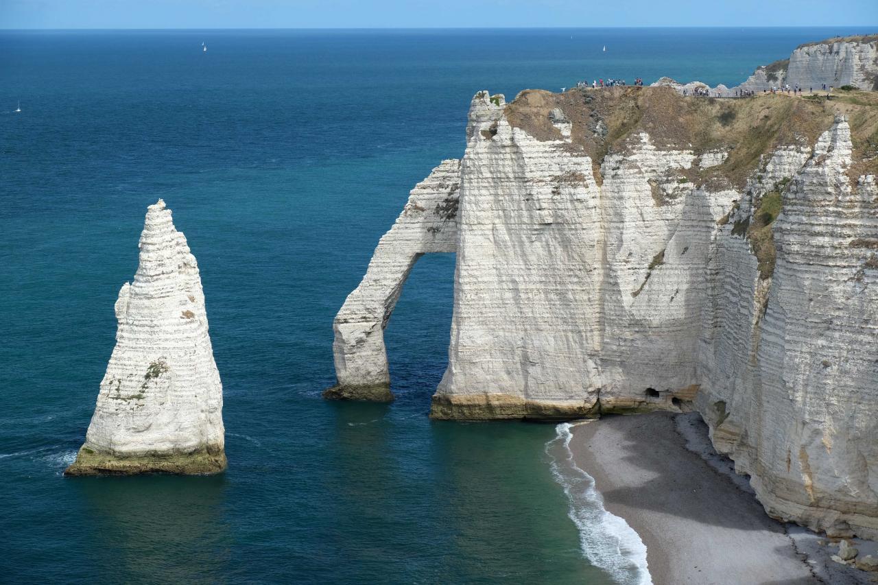 la falaise atteint 80 mètres en son sommet