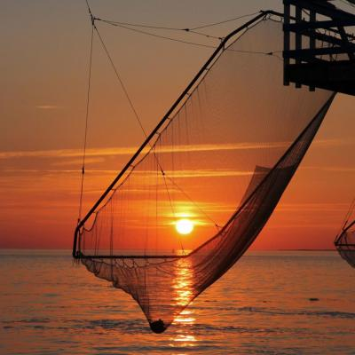 coucher de soleil sur les carrelets face à Cordouan