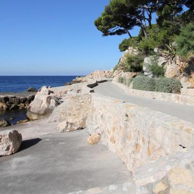 le sentier du tour de l'île façonné par Paul Ricard