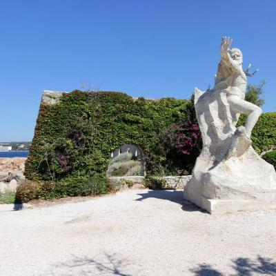 Neptune (oeuvre imposante de Michel Barra)