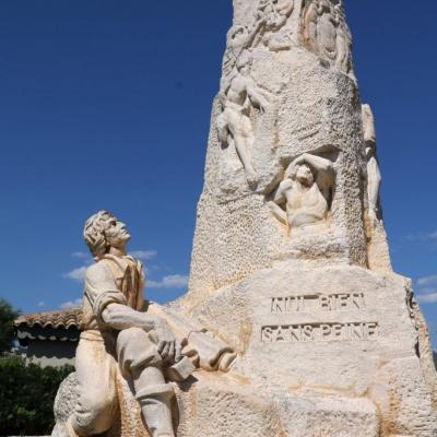 Le monolithe de Botinelly (créé dans un bloc de pierre)