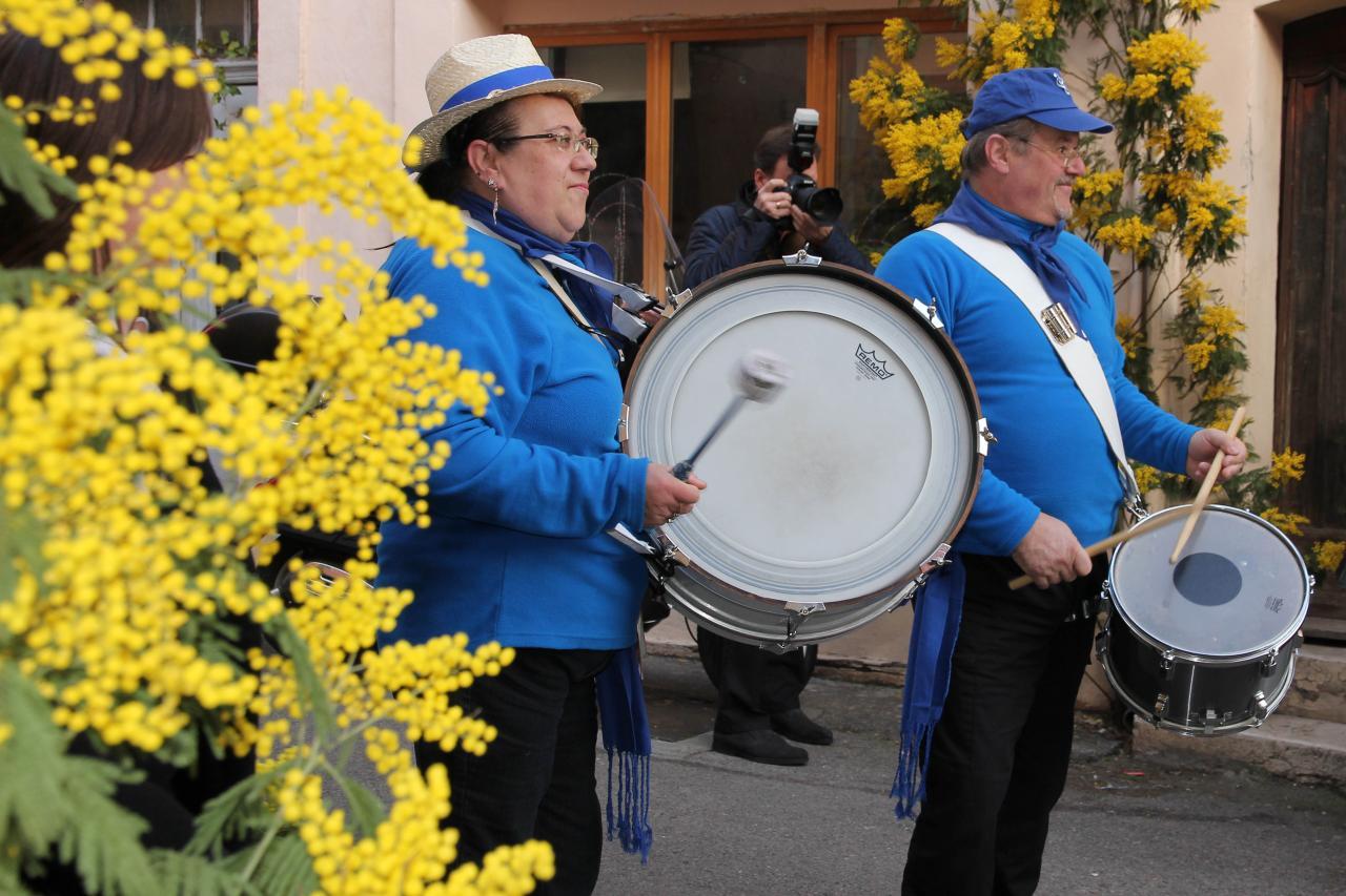 Bleu comme ... la fanfare de Biot pour la fête du mimosa
